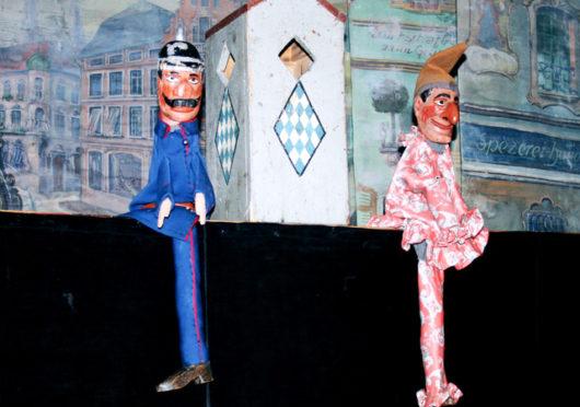 Kasperl im Museum und auf der Bühne