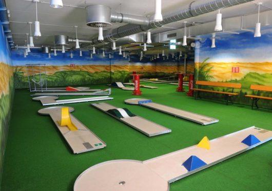 Indoor-Minigolf Geburtstagsparty in Europas größtem Bowlingcenter